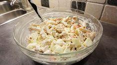 Det du trenger er; 1pk majones 1boks med rømme 1pk knorr gresk dressing mix 500g pasta 2-3 stekte kyllingfileter 2-3 grønne epler i treninger 1 paprika 1 purre
