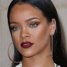 Pinterest ~ nahizzle9 Rihanna Makeup, Gold Makeup Looks, Beauty 101, Celebrity Makeup, Red Lips, Pretty Face, Bellisima, Beauty Makeup, Hoop Earrings