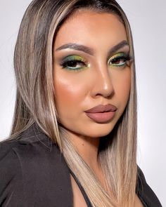 "Makeup Artist   Beauty Blogger on Instagram: ""Green makeup vibe💚✨ Hello! Hoy les traigo este makeup verde por que lo amo estos tonos, extrañaba maquillarme y ahora vengo con todo👊🏼 .…"""