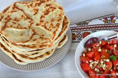 Placinte cu branza la tigaie reteta fara drojdie   Savori Urbane Romanian Food, Romanian Recipes, Recipies, Deserts, Cooking Recipes, Ethnic Recipes, Breads, Pizza, Foods