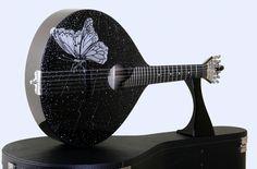 """A convite, apresentada a """"Nova Forma de Expressão"""" da Arte Sonny* sob a Forma de...Guitarra* """"Borboleta Monarca"""" - Recebeu um sopro de vida e Sonha realizar a sua própria Música Encantada* """"Monarch Butterfly"""" - Received a breath of life... and """"she"""" dreams realize his own Enchanted Music* """"Papillon Monarque"""" - Elle a reçu une soufflage de vie et vent alors composer sa propre Musique Enchantée* Sonny's Art* c/ Cristais Swarovski www.soniadomingues.pt"""