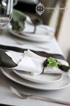 Decoracão de mesa a luz de velas em verde e branco - por Patricia Junqueira Acesse: http://www.patriciajunqueira.com.br/#!a-luz-de-velas/c86c