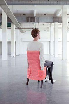 椅子に服を着せてインテリアを楽しむ『CHAIR WEAR』   IDEA HACK