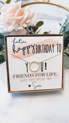 18th Birthday Gifts For Best Friend, 18th Birthday Gifts For Girls, Diy Best Friend Gifts, Creative Birthday Gifts, Bestie Gifts, Cute Birthday Gift, Happy Birthday Gifts, Small Friend Gifts, Happy Birthday 18th