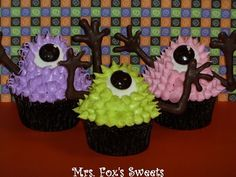 Green, Pink, & Purple Googly-Eyed Monster #Cupcakes