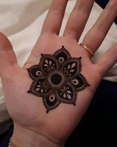 How long do Henna Tattoos Last? What is Henna Tattoo? How to Remove Henna Tattoo? Henna Hand Designs, Dulhan Mehndi Designs, Mehandi Designs, Round Mehndi Design, Mehndi Designs Finger, Palm Mehndi Design, Mehendi, Henna Tattoo Designs Simple, Basic Mehndi Designs