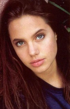 Angelina Jolie in 1990, love her young...........