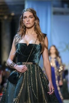 """Tweed Rose: Close up: """"A Tale of fallen KINGS"""" by Elie Saab Haute Couture Fall*Winter collection Gala Dresses, 15 Dresses, Elegant Dresses, Pretty Dresses, Beautiful Dresses, Evening Dresses, Couture Dresses, Elie Saab Couture, Runway Fashion"""