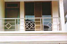 Gambar terkait Balcony Grill Design, Balcony Railing Design, Window Grill Design, Steel Handrail, Steel Stairs, Staircase Railing Design, Deck Railings, Balcon Grill, Balustrade Inox