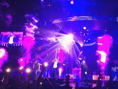 Demi en The Honda Center in Anaheim, CA #NeonLightsTour 13-02-14