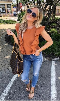 Today's casual, coffee house meeting, outfit My messages blew up about this top (because it's the cutest ever, right? Classy Outfits, Trendy Outfits, Cute Outfits, Fashion Outfits, Womens Fashion, Summer Outfits For Moms, Winter Outfits, Spring Outfits Women Casual, Casual Outfits For Moms