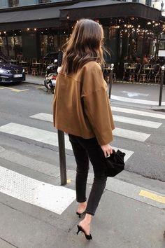 Minimalist Wardrobe: Minimalistic outfit ideas Minimalist wardrobe: Over 20 minimalist outfit ideas Mode Hippie, Bohemian Mode, Minimalist Outfit, Minimalist Fashion, Minimalist Wardrobe, Mode Outfits, Stylish Outfits, Fashion Outfits, Style Fashion