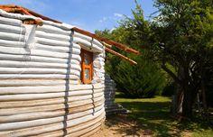 Faça Você Mesmo a sua Casa Parte 4 - Superadobe ou a Técnica de Terra Ensacada - Assim que Faz Casa Yurt, Super Adobe, Sand Bag, Best Insulation, Terra, Pergola, Eco Friendly, Outdoor Structures, Earth