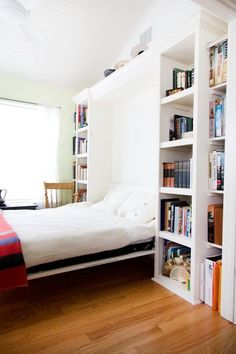 9 stylish murphy beds for small spaces. Whether for your studio, small bedroom, guest room or living room, these stylish murphy bed ideas make the most of this small-space essential. For more home furniture ideas go to Domino. Beds For Small Spaces, Tiny Spaces, Small Space Living, Murphy Bed Desk, Murphy Bed Plans, Girls Bedroom, Master Bedroom, Murphy-bett Ikea, Hideaway Bed