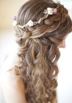 Coronas de flores y ondas naturales.