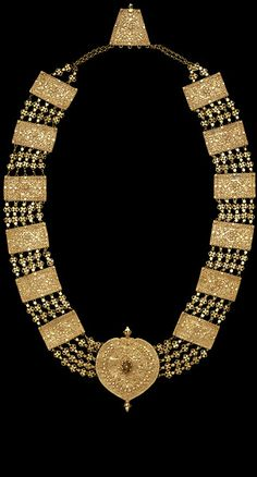 Gold necklace from Rajasthan, India; Victoria and Albert Museum. Royal Jewelry, Coin Jewelry, Indian Jewelry, Jewelery, Ethnic Jewelry, Antique Necklace, Antique Jewelry, Ancient Jewelry, Gold Jewellery Design