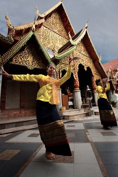 ♫♪ Dance ♪♫ Two young Thai girls perform a traditional dance at Wat Phrathat Doi Suthep.  Thailand