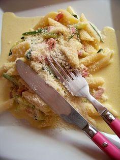 Recette Pâtes aux courgettes façon carbonara a la jamie olivier par délices et suplices!!!!!!!!!!!!!!!!!!!!!! | PtitChef Diet Recipes, Snack Recipes, Cooking Recipes, Chefs, Stuffed Baked Potatoes, Jamie Olivier, Cuisine Diverse, Salty Foods, Batch Cooking
