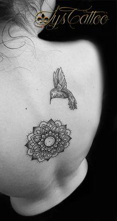 Tatouage haut du dos femme mandala type g om trique et floral black lignes et dotwork by lys - Tatouage colonne vertebrale ...