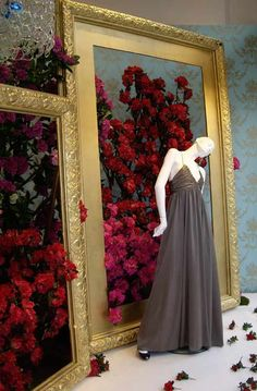 Decor: Shop Windows / Escaparates - New Deko Sites Decoration Evenementielle, Decoration Vitrine, Retail Windows, Store Windows, Vitrine Design, Store Window Displays, Retail Displays, Fashion Window Display, Fashion Displays