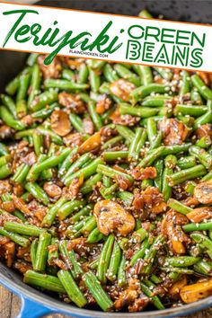 Made these green beans they're delicious! Teriyaki Green Beans - our favorite green bean recipe. SO delicious! Green beans, shallot, mushrooms, garlic, teriyaki sauce and sesame seeds. Ready to eat in about 15 minutes. Asian Side Dishes, Vegetable Sides, Side Dishes Easy, Vegetable Side Dishes, Side Dish Recipes, Green Vegetable Recipes, Veggie Asian Recipes, Health Side Dishes, String Bean Recipes