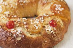 ¿Habéis preparado vuestro roscón de Reyes? La rosca de Reyes necesita unos tiempos largos de levado, pero si decidís preparar el típico dulce navideño a... Special Bread Recipe, Bread Recipes, Cake Recipes, World Recipes, Doughnut, Delish, Cupcakes, Baking, Eat