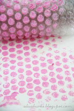 """DIY - polka dot stamp using bubble wrap. Totally using this technique in my paintings. FYI- Another awesome """"stamp"""" or rather """"stencil"""" is drywall tape! Diy And Crafts, Crafts For Kids, Arts And Crafts, Paper Crafts, Diy Projects To Try, Craft Projects, Craft Ideas, Do It Yourself Inspiration, Art Diy"""