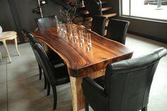 Table à manger faite de suar. Disponible chez Sueño / Dining table made of suar. Available at Sueño. http://suenomobilieretaccessoires.com