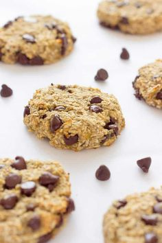 These healthy chewy and soft 3 ingredient banana oatmeal cookies are ready under 20 minutes . They are a very simple and light version of the traditional oatmeal cookie with added dark chocolate chips. Flourless eggless low-calorie and low-fat these de Banana Oatmeal Cookies, Chocolate Chip Oatmeal, Dark Chocolate Chips, Cookie Recipes, Dessert Recipes, Bar Recipes, Low Calorie Desserts, Heart Healthy Desserts, Diabetic Desserts