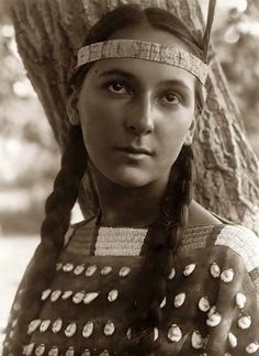 Lucille, ca. 1907, Dakota Sioux Indian Maiden, photographed by Edward S. Curtis. #NativeAmerican