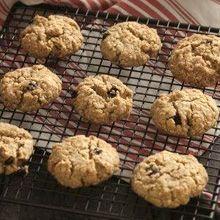 Υγιεινά, τραγανά, υπέροχα μπισκότα με νιφάδες βρώμης. Ιδανικά για το πρωινό αλλά και για σνακ στη διάρκεια της ημέρας Healthy Snacks, Healthy Recipes, Biscuits, Muffin, Sweets, Cookies, Breakfast, Desserts, Food