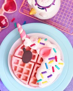 Sunday's are for magical waffles 🦄💖 Mini Desserts, Delicious Desserts, Dessert Recipes, Yummy Food, Unicorn Foods, Unicorn Gifts, Real Unicorn, Kawaii Dessert, Rainbow Food