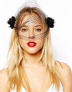 Ingrandisci ASOS - Accessorio per capelli con boccioli di rosa e velo