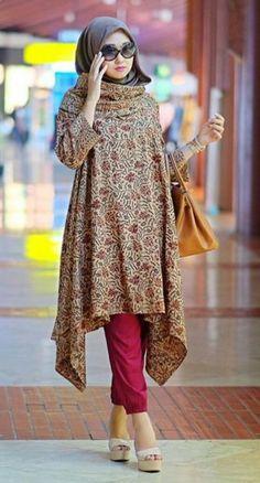 Dian Pelangi - maybe with a different plain flowy material Batik Fashion, Abaya Fashion, Modest Fashion, Fashion Dresses, Fashion Muslimah, Stylish Hijab, Hijab Chic, Blouse Batik, Batik Dress
