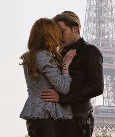 I'm dying every time I look at them Malec, Clace Shadowhunters, Clace Fanart, Shadowhunters The Mortal Instruments, Jace And Clary Kiss, Clary Fray, Chad And Abby, Teen Wolf, Dominic Sherwood