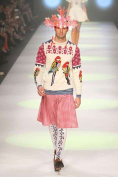 Eccentric Holiday Sweaters - The Anna Langdon Fall/Winter 2012 Collection premiered at the L'Oreal Melbourne fashion festival but it could have easily been at an over-the. Fashion Fail, Funny Fashion, Weird Fashion, High Fashion, Fashion Fashion, Fashion Black, Fashion Ideas, Vintage Fashion, Festival Mode