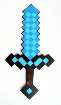 Espada Minecraft cortada a laser, confeccionada em PS (material Plástico) de 2mm de espessura, pintada com tinta automotiva preta de um lado e adesivada do outro com adesivo vinilico. <br> <br>Ótimo acabamento!! Leve, resistente e flexível, tbém pode ser molhada. <br> <br>Tbém aceitamos encomendas deste produto para dar de lembrançinha na festa do seu filho, solicite novo orçamento! Minecraft Crafts, Minecraft Beads, Minecraft Sword, Minecraft Toys, Minecraft Cake, Minecraft Skins, Mine Craft Party, Espada Minecraft, Minecraft Birthday Cake