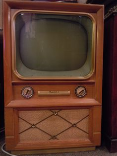 Vintage Television Set I'm guessing It looks like the one my parents purchased. Vintage Television, Television Set, Tvs, Vintage Tv, Vintage Items, Radios, Vintage Appliances, Old Tv, Old Antiques