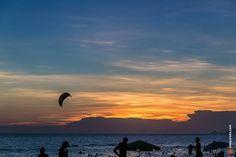 Kite surf na praia da Barra da Tijuca - Rio de Janeiro, Brasil.  #riodejaneiro #esporte #sport #verão #summer #pordosol #sunset #crepúsculo #twilight #kitesurf