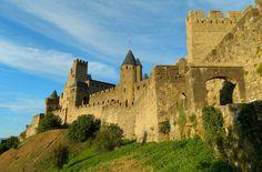 Veja 10 cidades medievais que você não pode perder CARCASSONNE (FRANÇA) Dubrovnik, Eurotrip, Tower Bridge, Notre Dame, Barcelona Cathedral, Asia, 1, Building, Travel