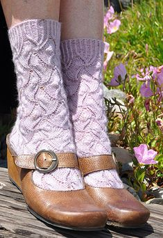 Gratitude socks from Brenda Patipa on knitty.com.... I think I can make these