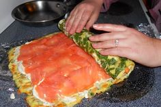 delicious make-ahead roll for breakfast or brunch with eggs, spinach,cheese and smoked salmon. white christmas,breakfast and brunch Brunch Recipes, Seafood Recipes, Breakfast Recipes, Cooking Recipes, Yummy Recipes, Breakfast And Brunch, Best Breakfast, Breakfast Omelette, Smoked Salmon Recipes