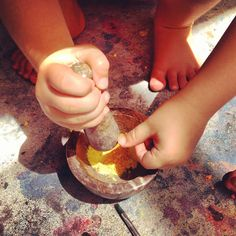 let the children play: Be Reggio Inspired: play materials using real materials like a mortar and pestle for art. Can crush up chalk for outdoor painting.
