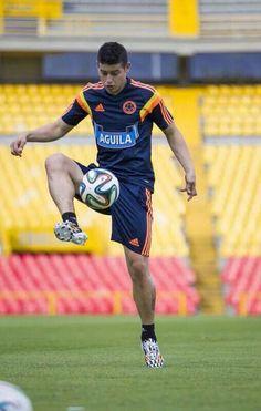 ++James Rodriguez++ kolumbianischer Nationalspieler. Wahnsinnig guter Spieler und grade mal 22 Jahre alt!