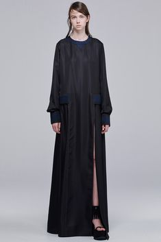 See the complete Sacai Resort 2016 collection.