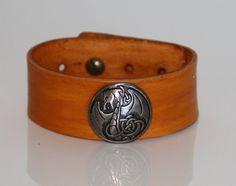 Bracelet pour Homme en cuir marron clair par DreamyKaonaCreations
