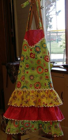 ❤This is a great blog to see her collection of vintage aprons