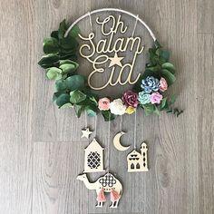 Ramadan is a month that is expected by people belonging to the Muslim community. Eid Crafts, Ramadan Crafts, Diy And Crafts, Flower Crafts, Decoraciones Ramadan, Eid Party, Ramadan Mubarak, Happy Eid, Origami