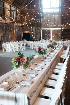 Colorful Rustic Barn Wedding | Photos by Brandi Welles | Read more -  http://www.100layercake.com/blog/wp-content/uploads/2015/04/Colorful-Rustic-Barn-Wedding