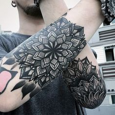 70 Mandala Tattoo Designs For Men – Symbolic Ink Ideas Mandala Tattoo – Fashion Tattoos Mandala Tattoo Design, Mandala Tattoo Mann, Forearm Mandala Tattoo, Outer Forearm Tattoo, Forearm Tattoos, Hand Tattoos, Tattoos Bein, Elbow Tattoos, Maori Tattoos